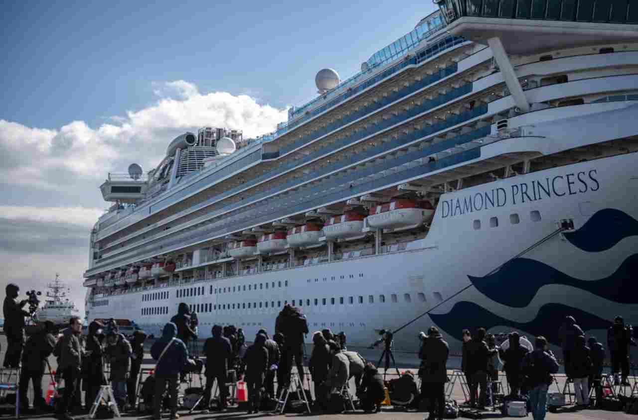 Virus, 35 italiani su nave bloccata in Giappone