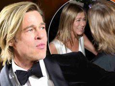 Jennifer Aniston elegante e ironica agli Emmy Awards, in onda anche la reunion con le