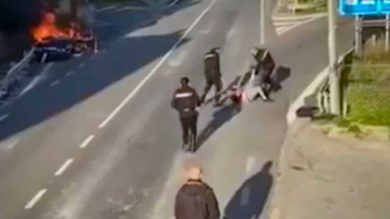 aggressione carabinieri salerno