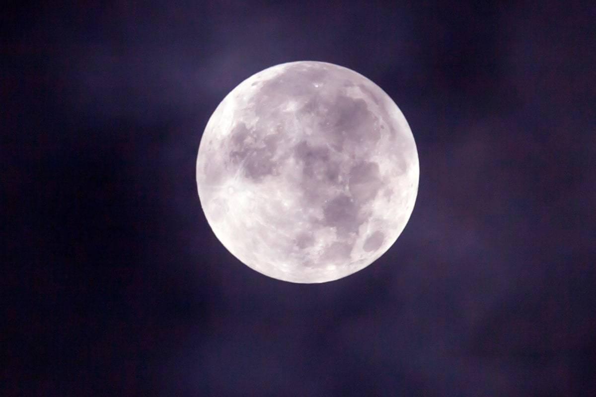 ASTRONOMIA: in arrivo LA TERZA SUPERLUNA DEL 2020, la più bella dell'anno. Tutti i dettagli dell'evento
