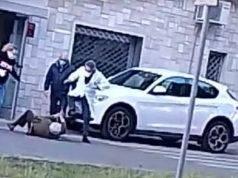 Lecce, medico furioso aggredisce un anziano: il video choc