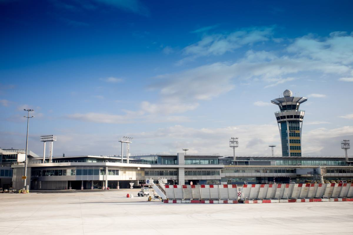 chiude aeroporto parigi orly