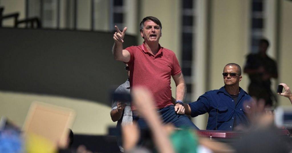 numero contagi brasile: bolsonaro st mentendo?