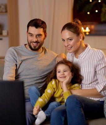 cosa-guardare-tv-viaggiare-divano