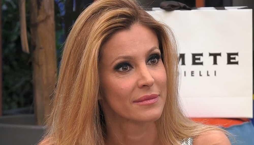 Adriana Volpe, incrocio pericolosissimo per suo marito: faccia a faccia... con lui