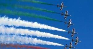 le frecce tricolori sorvoleranno tutta l'Italia