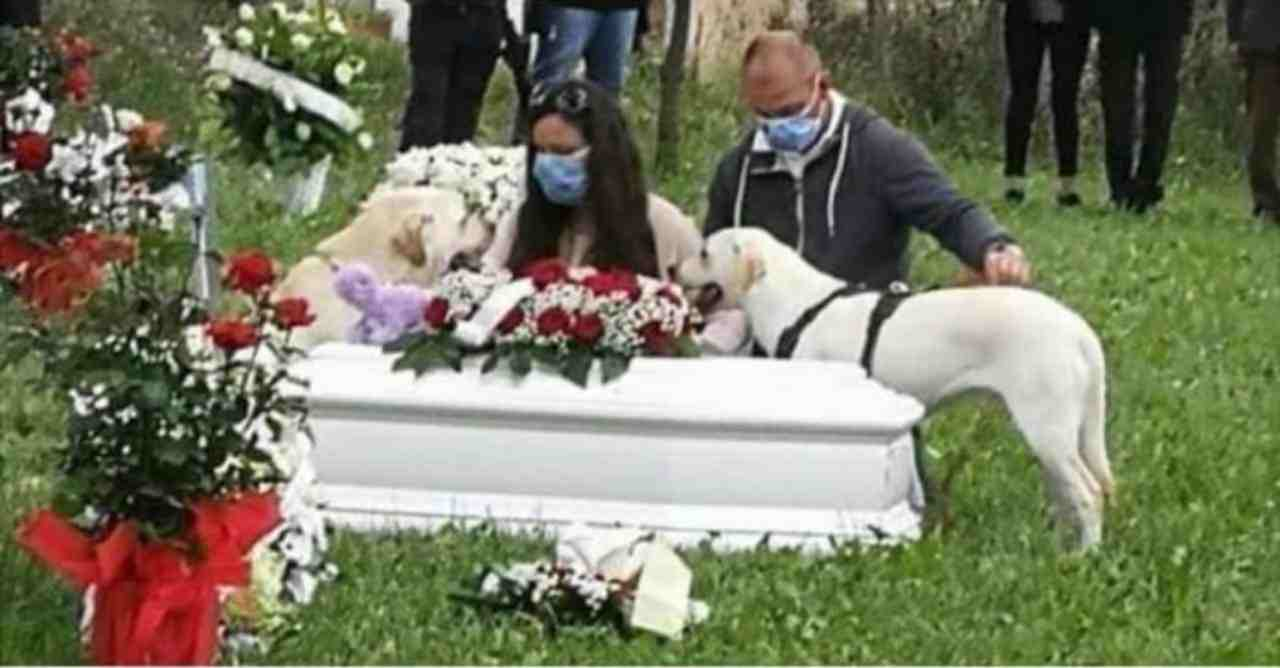Bambina morta funerale