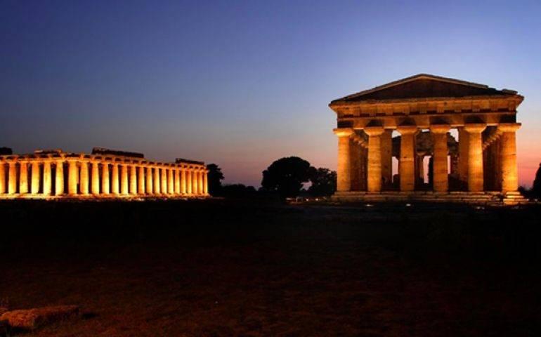 parco archeologico di Paestum dopo il tramonto