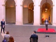 Casalino, gaffe durante il discorso di Conte. Luca Bizzarri: