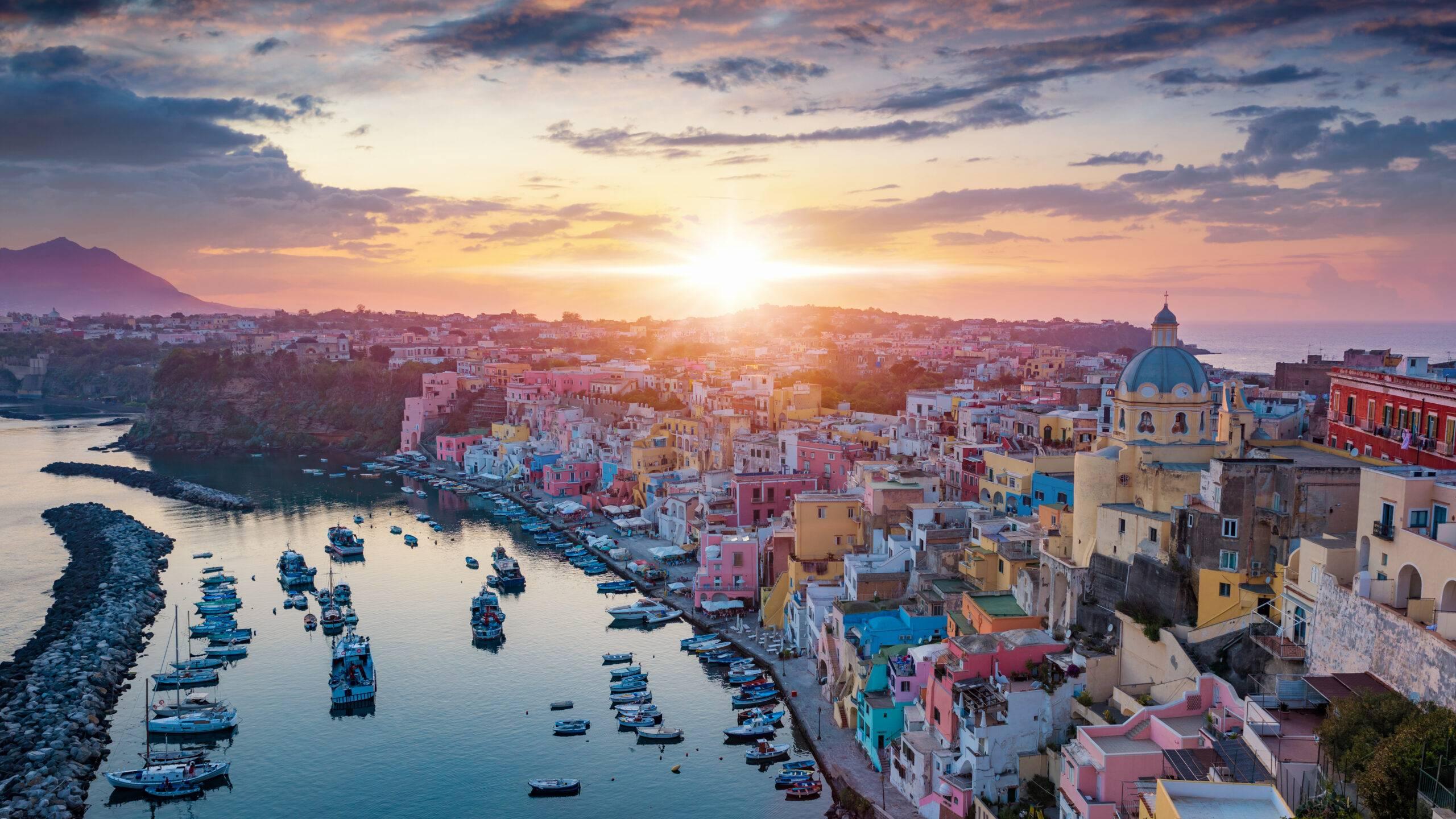 Marina Corricella al tramonto