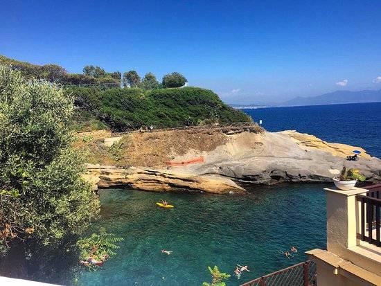 le migliori spiagge della Campania: Le rocce Verdi, Napoli