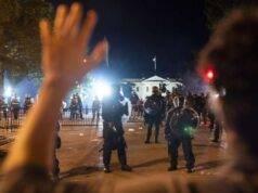 Morte George Floyd, continuano gli scontri: 60 arresti e 2 m