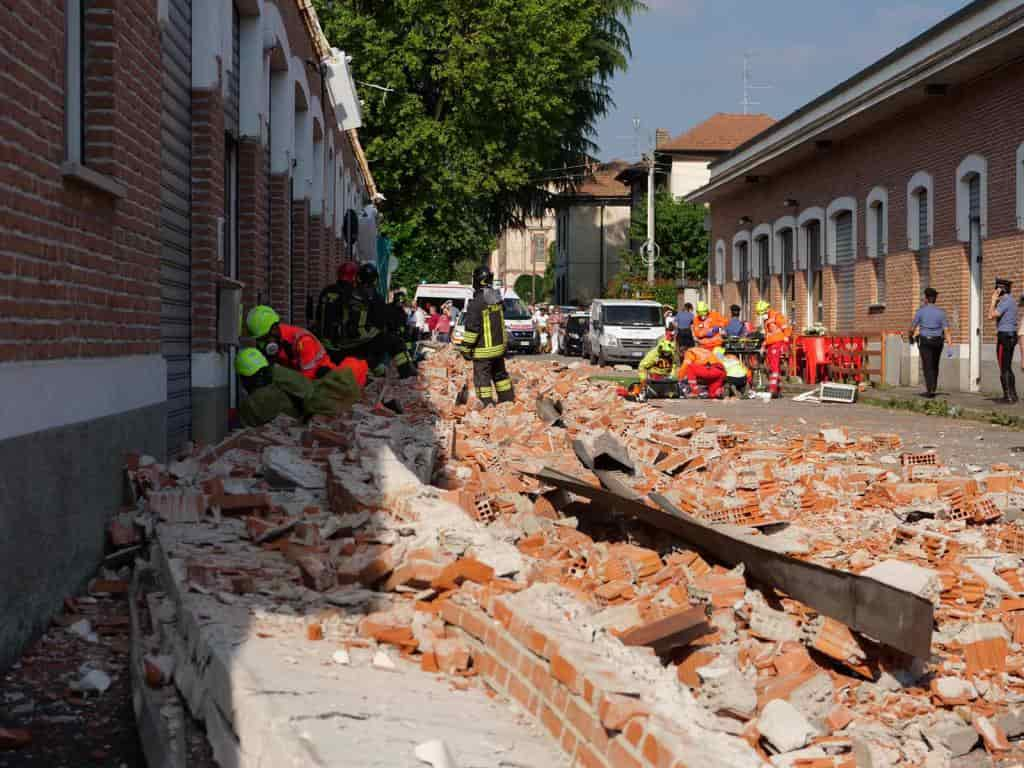 Varese, crolla il tetto di un edificio: morta madre e figlio