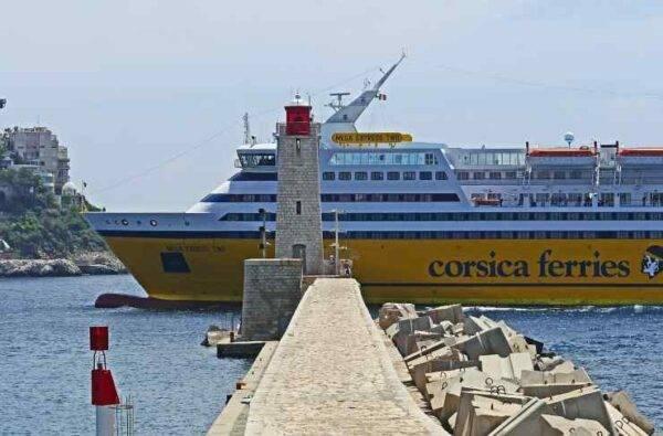 quanto costa un traghetto per la corsica