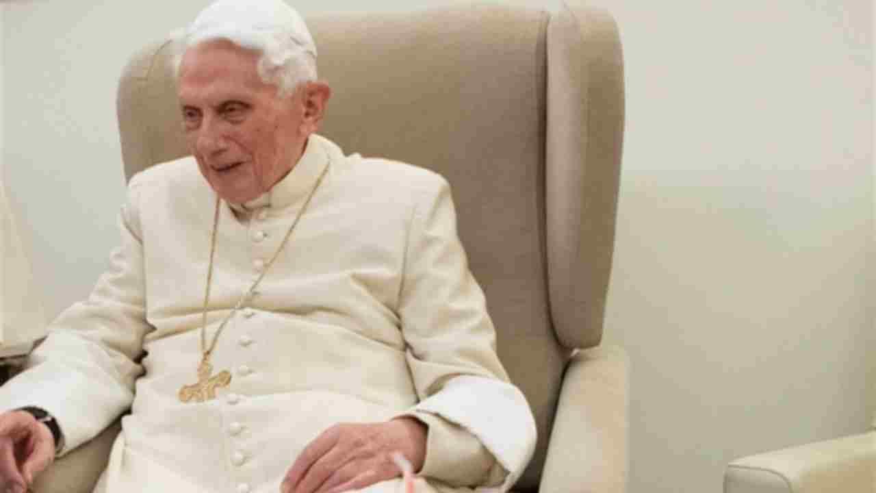 Ratzinger in carrozzina