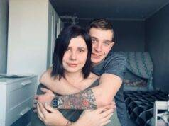 Mamma 35enne sposa il figliastro: lo ha cresciuto da quando