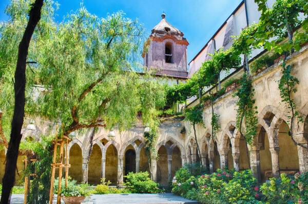 Il chiostro di San Francesco tra i luoghi da vedere a Sorrento