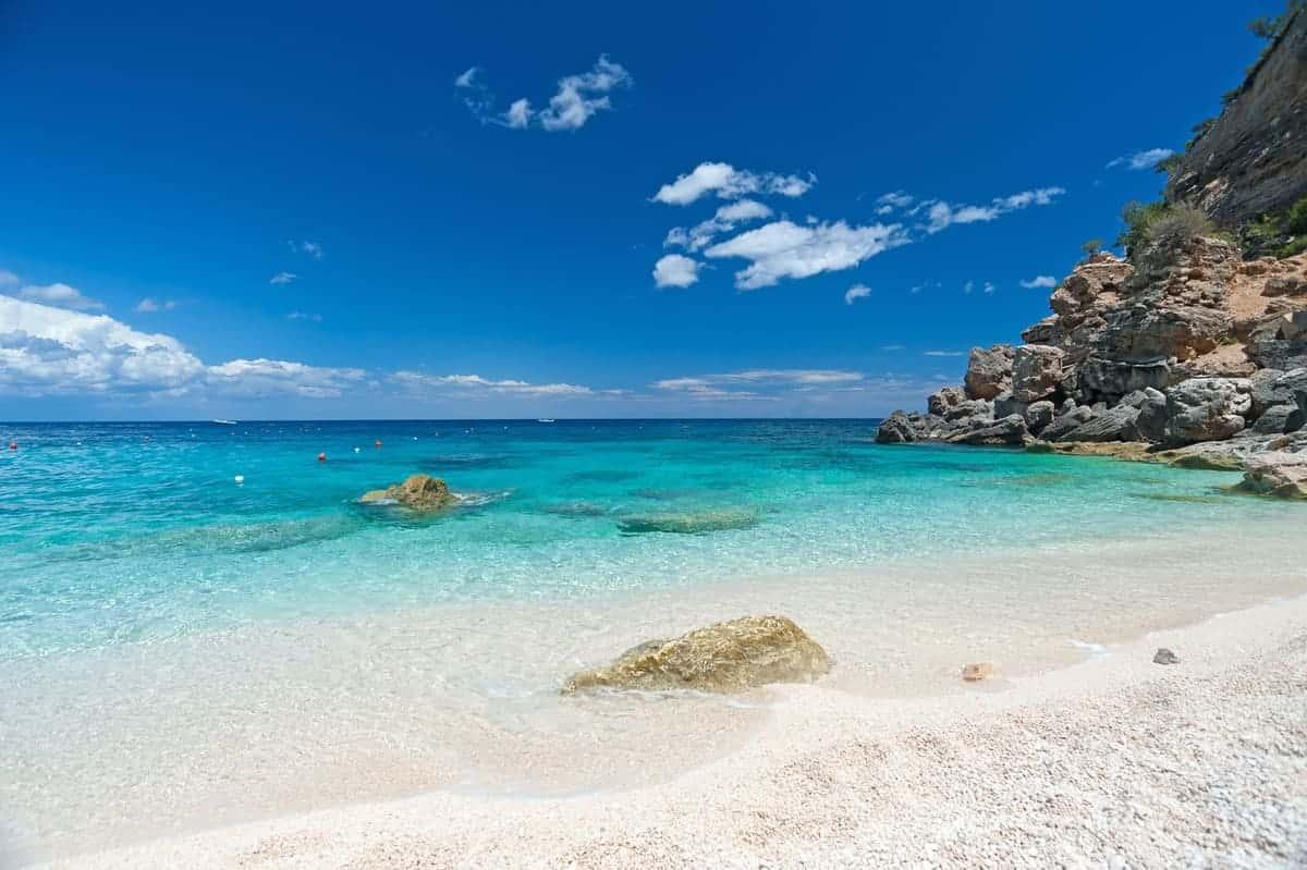 spiaggia sardegna cala mariolu