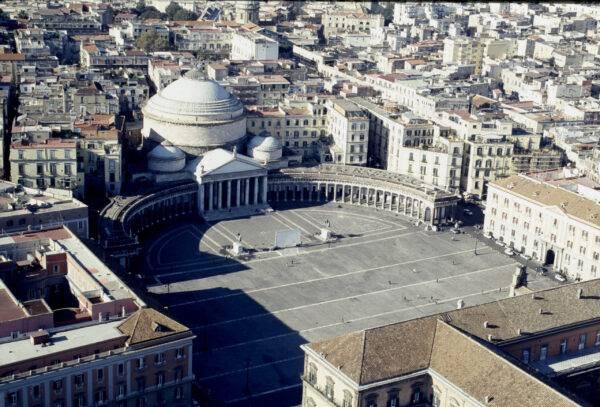 Cosa vedere a Napoli in un giorno: piazza del Plebiscito