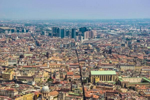 Cosa vedere a Napoli in un giorno: l'imperdibile Spaccanapoli