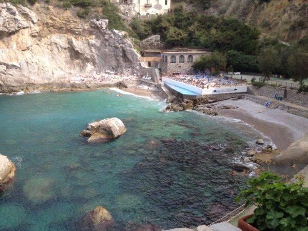 le spiagge più belle della Costiera Sorrentina: Baia delle Sirene