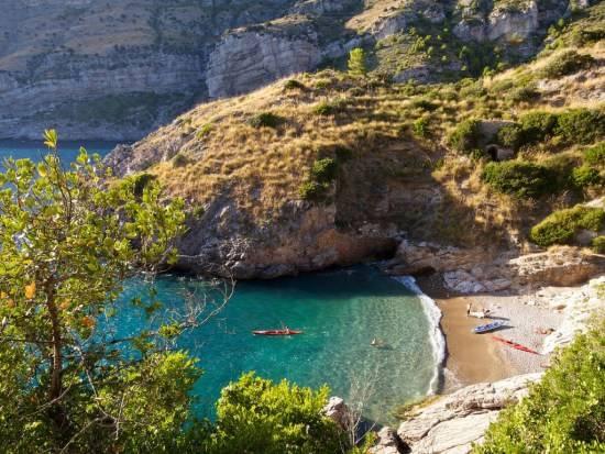 Baia di Ieranto tra le spiagge più belle della Costiera Sorrentina