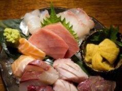 Ragazza mangia sashimi, i medici le rimuovono un verme dalle
