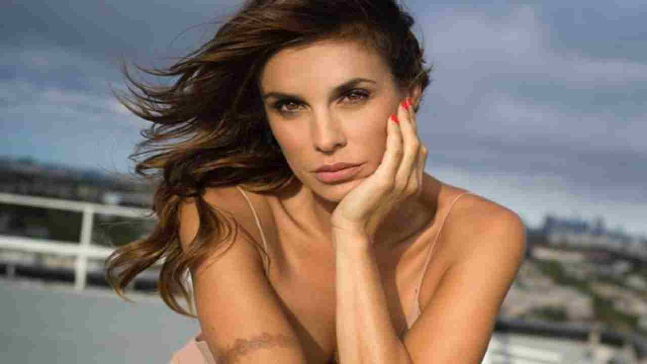 Elisabetta Canalis completamente nuda in piscina fa impazzire Instagram