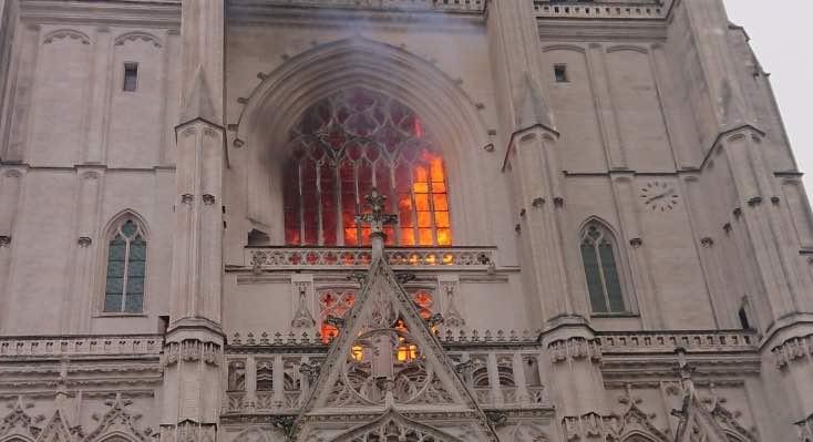 Incendio di Nantes, la reazione dei politici e dei vescovi francesi