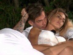 """Temptation Island, Valentina al tentatore Alessandro: """"Mi porti a letto?"""""""