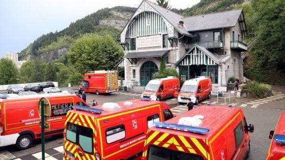 Lourdes, fulmine sulla funicolare provoca black-out e frenata improvvisa: 12 feriti
