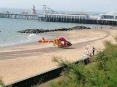 Essex, uomo anziano muore in spiaggia: devono tirarlo fuori dall'acqua