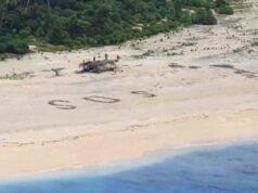 """Naufraghi salvati da morte certa grazie ad un """"SoS"""" tracciato sulla sabbia"""