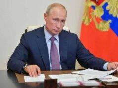 """Coronavirus, Putin registra il primo vaccino: """"Provato su mia figlia"""""""