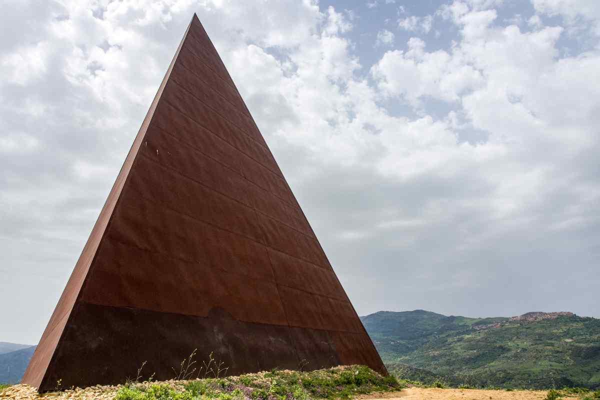 Piramide di Luce e morte Gioele