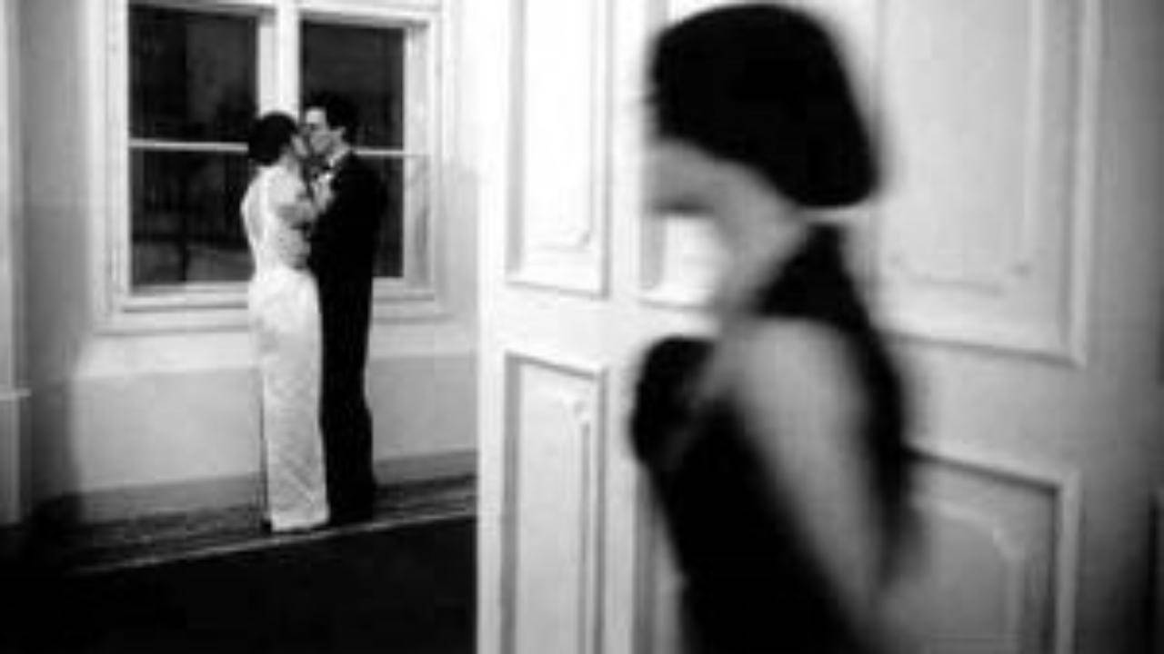 marito tradisce moglie