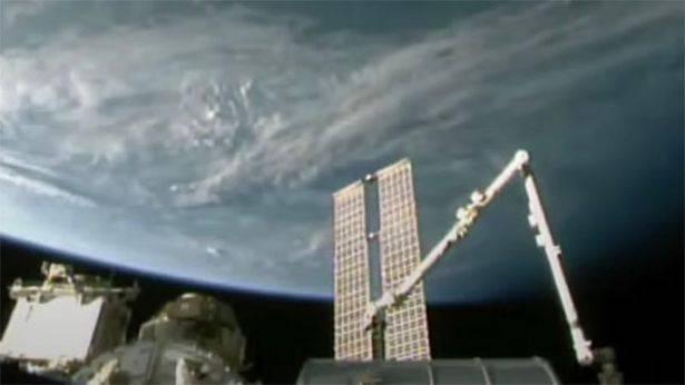 """Misterioso oggetto """"metallico"""" nello spazio: """"Viaggia verso la Terra"""""""