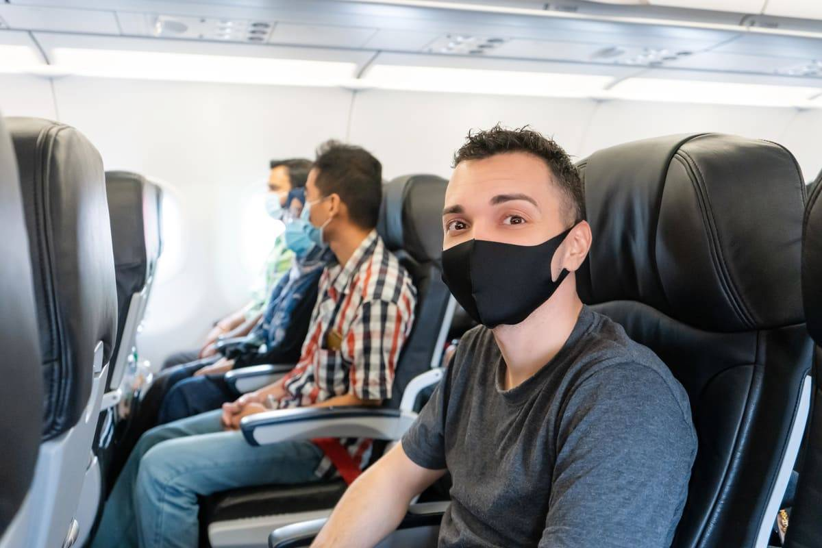 Viaggi aerei: test rapido su tutti i passeggeri