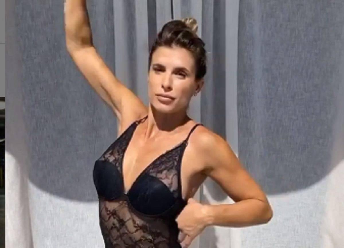Elisabetta Canalis, siparietto bollente in lingerie: si vede tutto