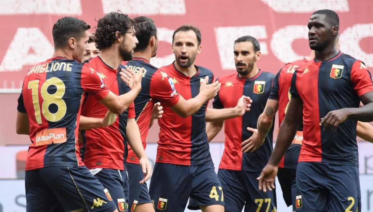 Coronavirus, Serie A: 14 calciatori del Genoa positivi, cosa succede?
