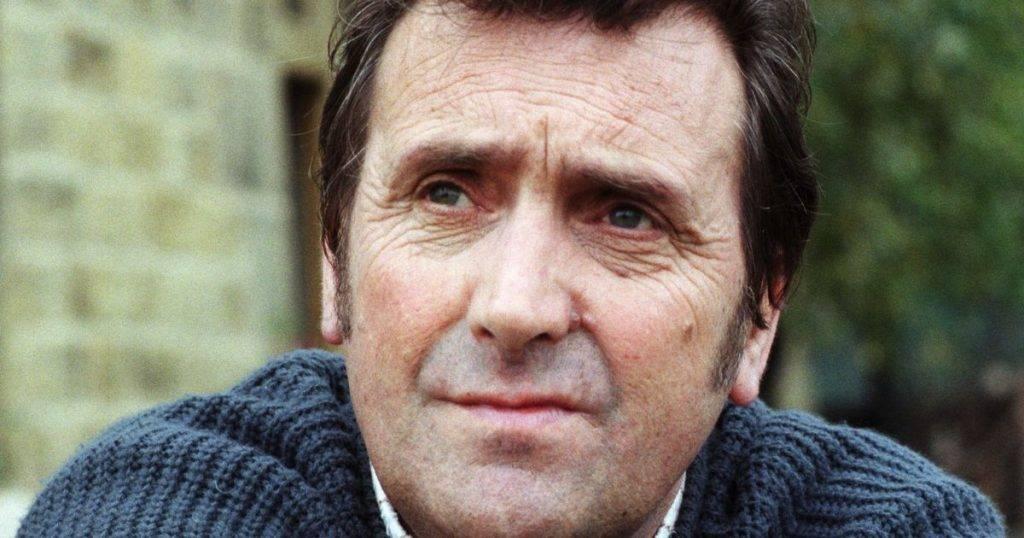 Coronavirus, morto l'attore Johnny Leeze, star delle soap inglesi