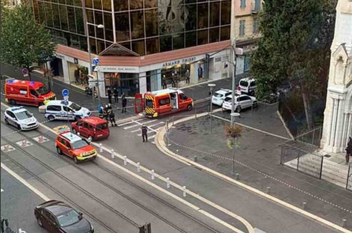 Attacco alla cattedrale di Notre-Dame a Nizza, tre morti - LA DIRETTA