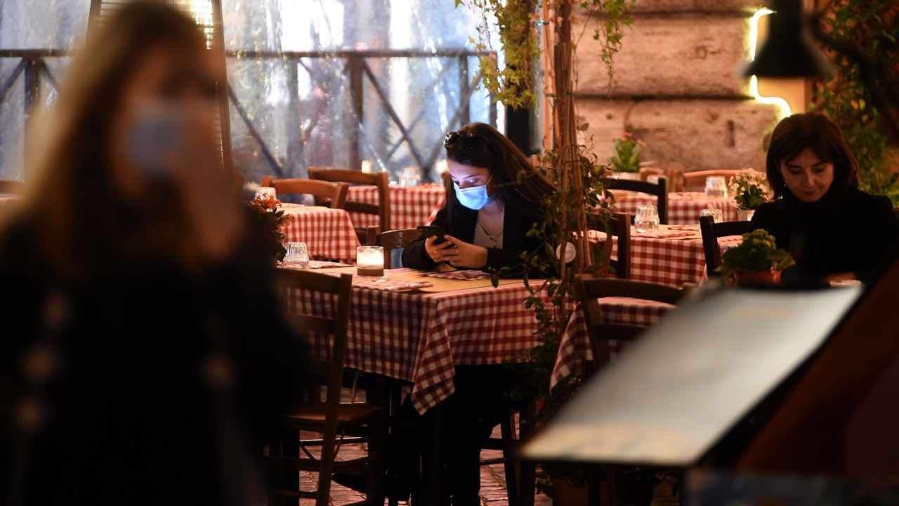 """Chiusura ristoranti, la rabbia dello chef Cerea: """"Così non si coprono le spese"""""""