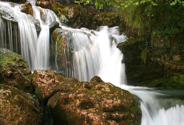La cascata di Fiumelatte a Varenna (Lecco)