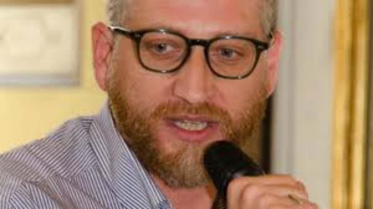 Alessandro Giuli, chi è il famoso giornalista e conduttore italiano