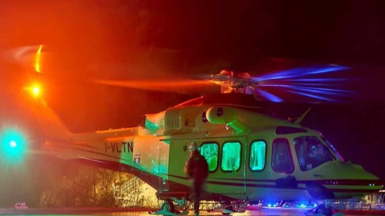 Precipita elicottero | mezzo si schianta sulle Alpi | è tragedia
