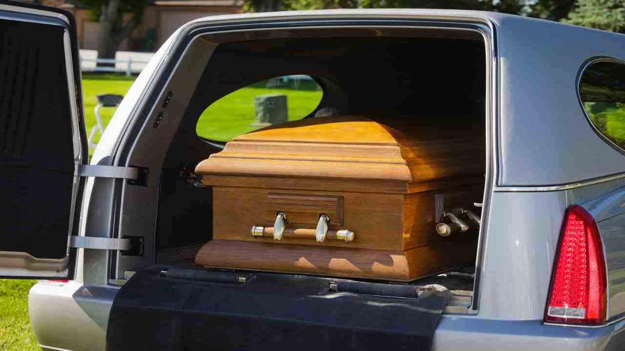 funerale Covid muore uomo