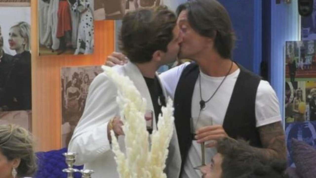 Bacio Oppini Zorzi | contatto ravvicinatissimo al GF Vip 5 | VIDEO