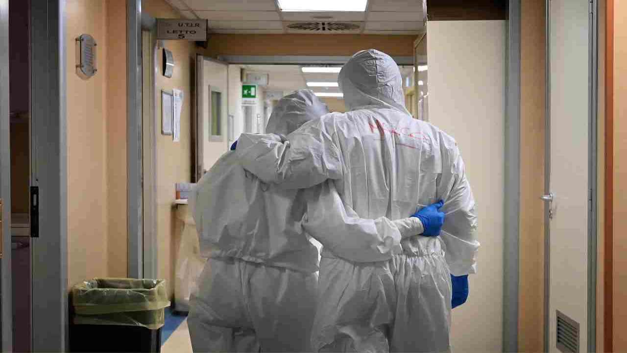 pandemia oggi denunce medici infermieri