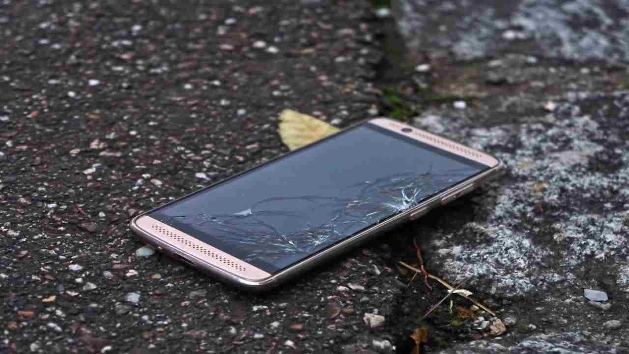 ragazzo si uccide smartphone